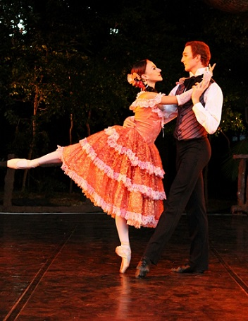 Laura Bosenberg and Thomas Thorne in Camille