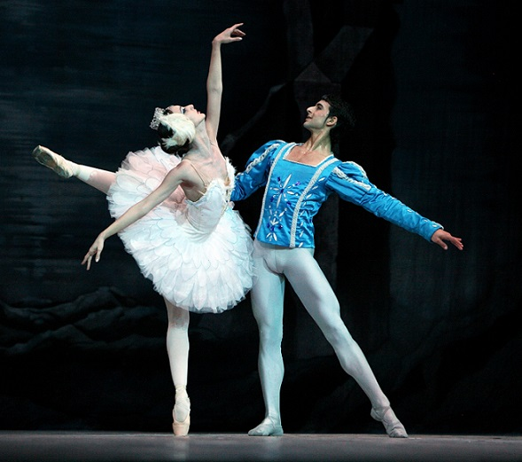 Sadaise Arencibia and Arian Molina in a scene from Swan Lake