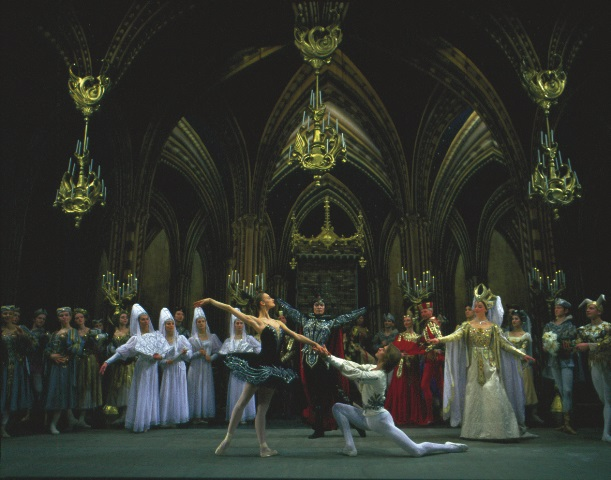 Irina Kolesnikova and Dmitri Akulinin in the Grand Ballroom Scene of Swan Lake Act III.
