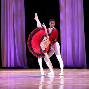 Viengsay Valdés and José Losada performing Don Quixote at the International Ballet Gala.