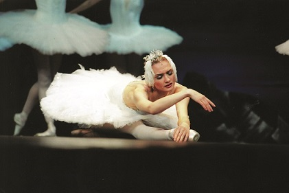 Irina Kolesnikova as Odette in Act II.