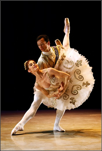 SAMB's principal dancers, Burnise Silvius and Michael Revie in Iain MacDonald's all-new Cinderella.