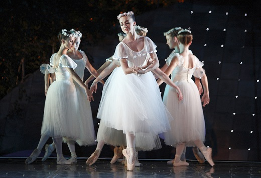 Laura Bosenberg and the sylphs in the romantic ballet of Les Sylphides.