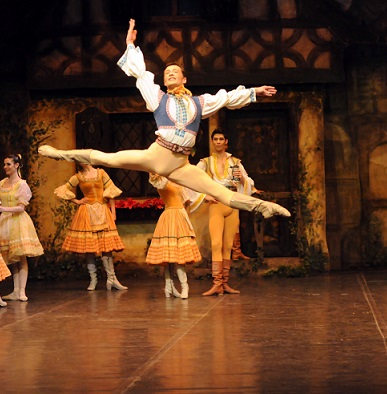 Michael Revie in Coppélia by Joburg Ballet.