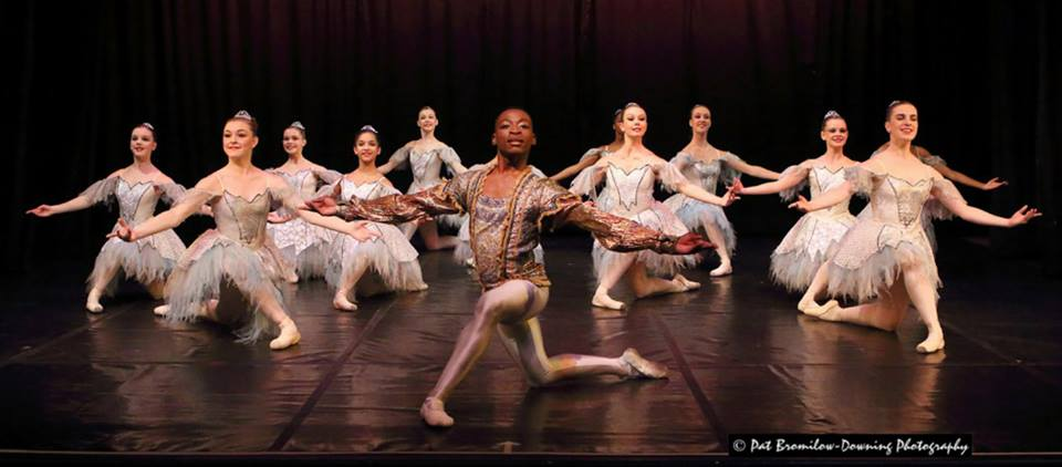 Khanya Mandongana with the young pre-professional dancers from Cape Junior Ballet. Photo by Pat Bromilow-Downing