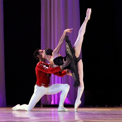 Cuban prima ballerina Viengsay Valdes with partner José Losada performing a black swan variation at the International Ballet Gala in Johannesburg 2013. Photo by Sarah Weyman